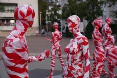 """Installation """"It is like it is"""" auf dem Nove-Mesto-Platz in Hilden zur Ausstellung von Thomas Baumgärtel """"Kunst heilt"""" in Wilhelm-Fabry-Museum"""
