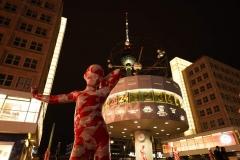 """Installation """"It is like it is"""" - von Dennis Josef Meseg - Berlin Alexanderplatz Weltzeituhr"""
